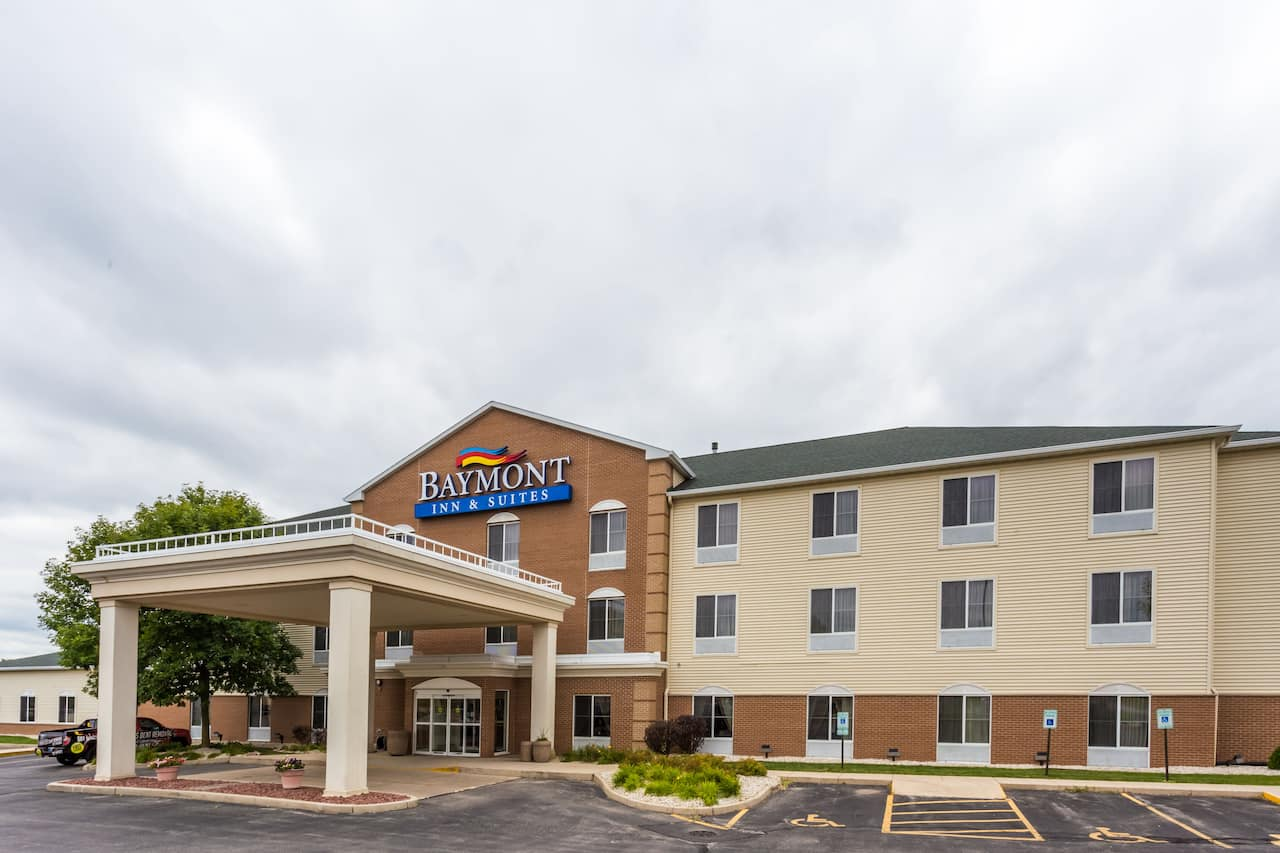Baymont Inn & Suites Waterford/Burlington WI in  Milwaukee,  Wisconsin
