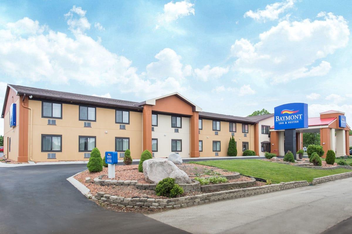 Exterior Of Baymont Inn Suites Waukesha Hotel In Wisconsin