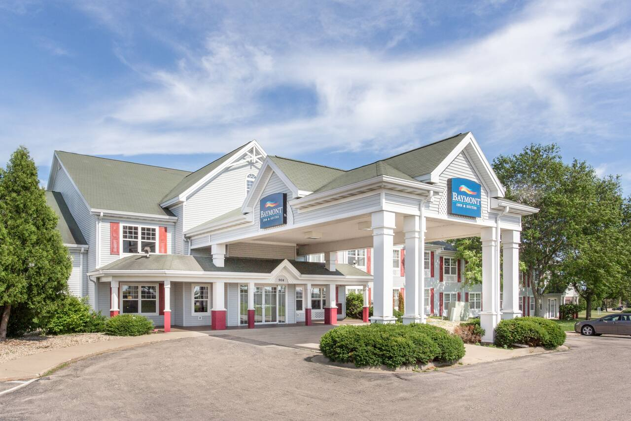 Baymont Inn & Suites Waunakee in Stoughton, Wisconsin