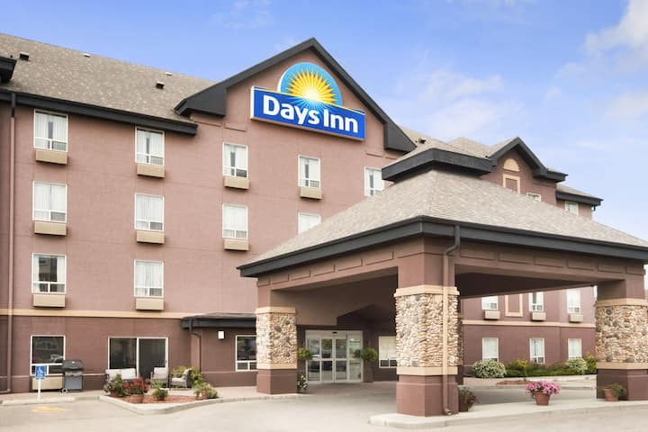 Days Inn By Wyndham Calgary Airport Calgary Hotels AB T48Y 48K48 Magnificent 2 Bedroom Apartments For Rent In Calgary Exterior Remodelling