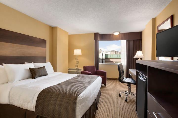 Guest room at the Days Inn - Calgary South in Calgary, Alberta