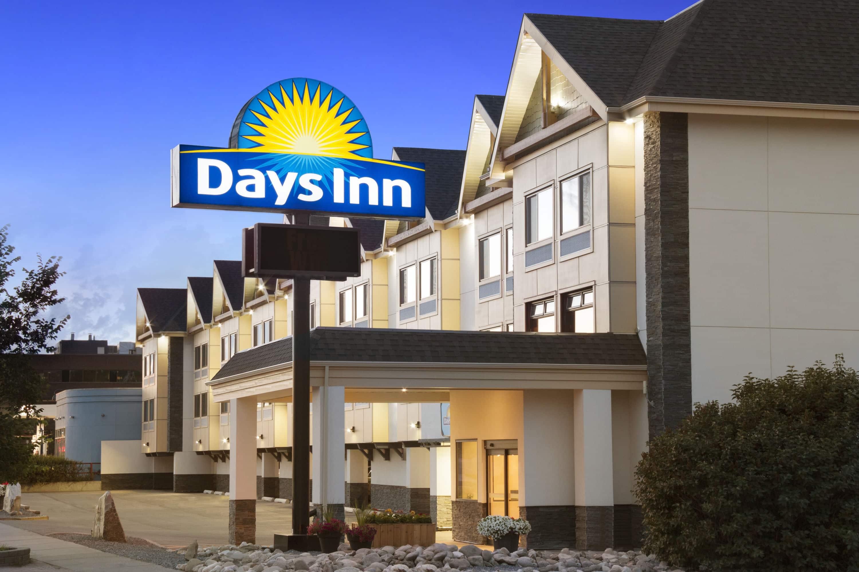 Days Inn by Wyndham Calgary Northwest | Calgary, AB Hotels
