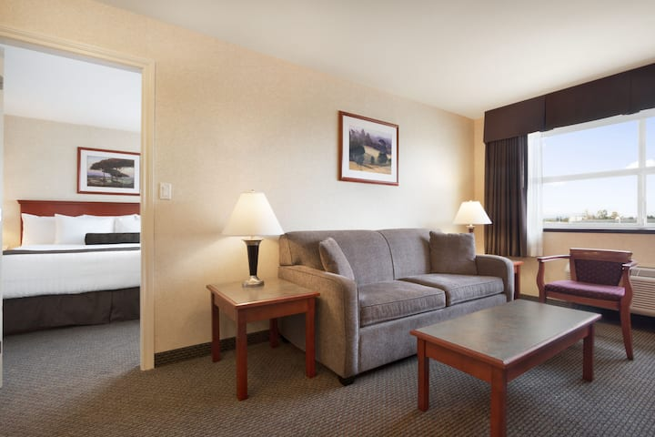 Days Inn & Suites - Langley suite in Langley, British Columbia