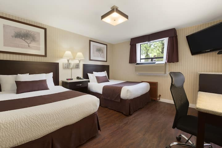 Guest room at the Days Inn Vancouver Metro in Vancouver, British Columbia