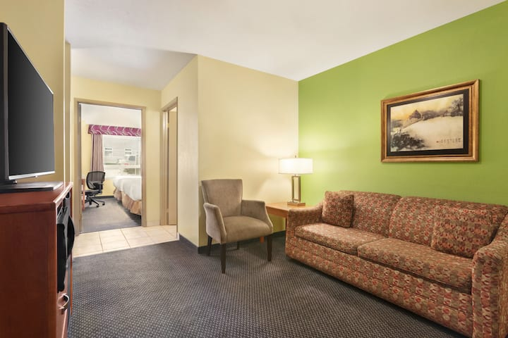 Days Inn & Suites - Thompson suite in Thompson, Manitoba
