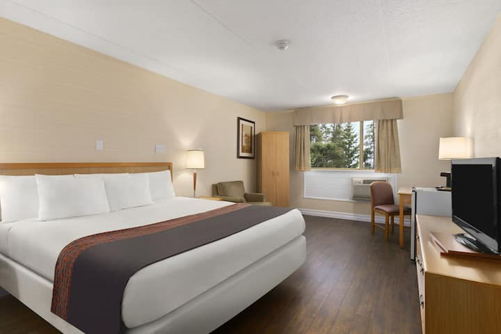 Guest room at the Days Inn & Conference Center - Bridgewater in Bridgewater, Nova Scotia