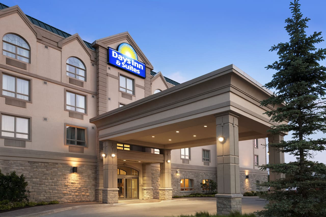 Days Inn & Suites Collingwood in  Wasaga Beach,  Ontario