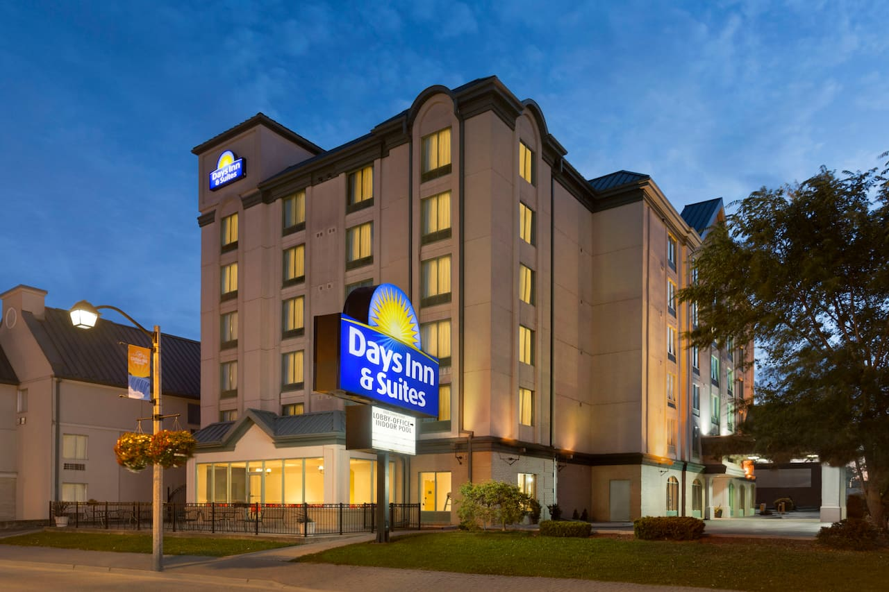 Days Inn & Suites - Niagara Falls Centre St. By the Falls in Niagara Falls, Ontario