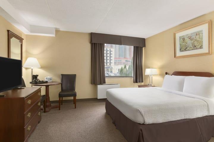 Guest room at the Days Inn - Fallsview in Niagara Falls, Ontario