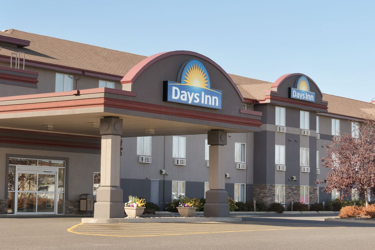 Days Inn & Suites - Thunder Bay in Thunder Bay, Ontario