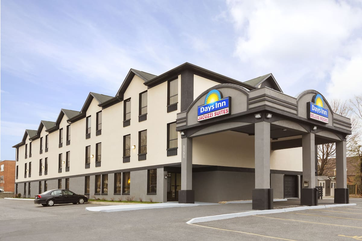 Exterior Of Days Inn Toronto East Lakeview Hotel In Ontario