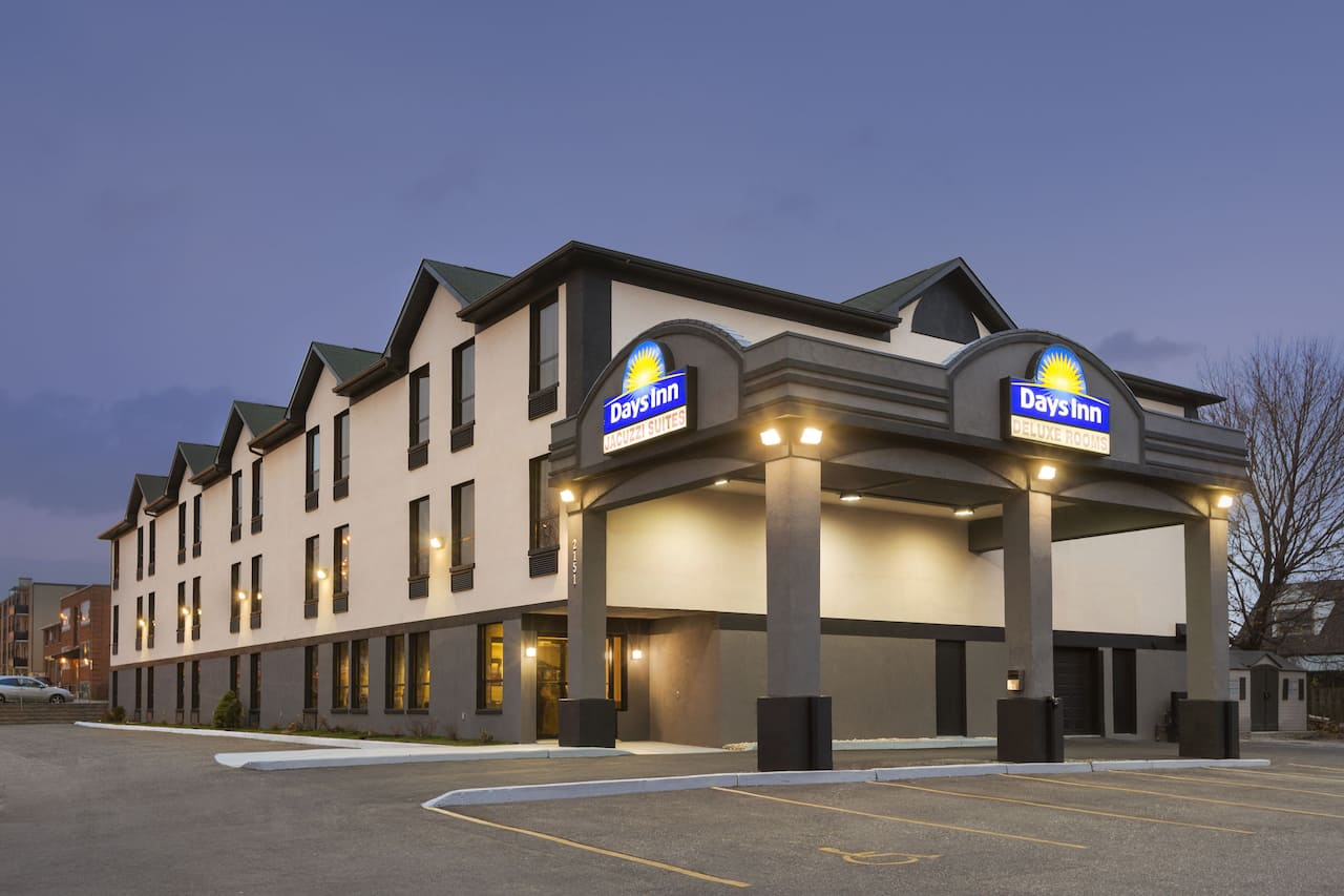 Days Inn by Wyndham Toronto East Lakeview à Mississauga, Ontario