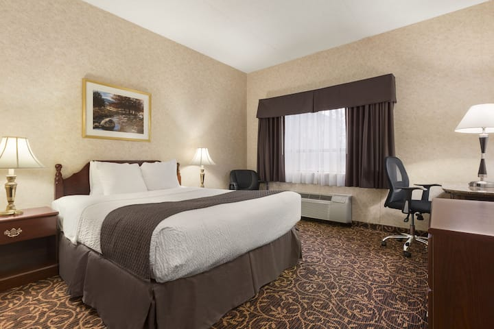 Guest room at the Days Inn - Toronto East Lakeview in Toronto, Ontario