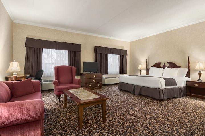 Days Inn - Toronto East Lakeview suite in Toronto, Ontario