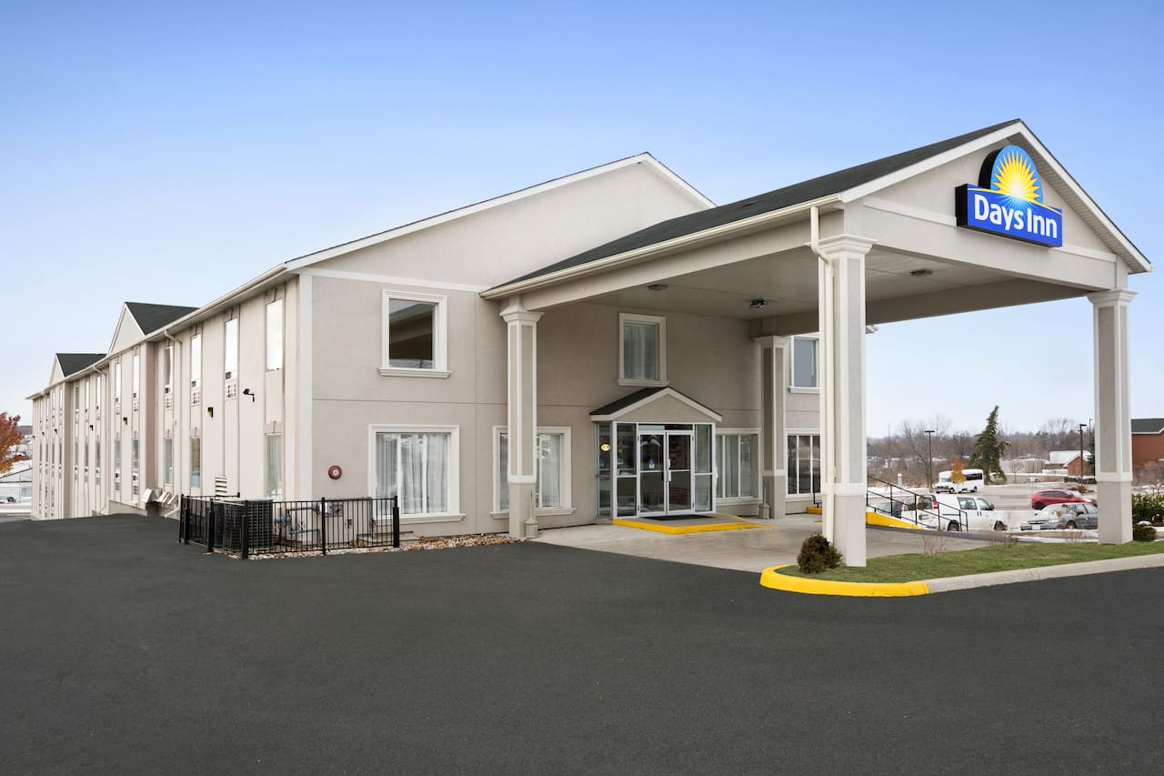 Days Inn Woodstock in Brantford, Ontario