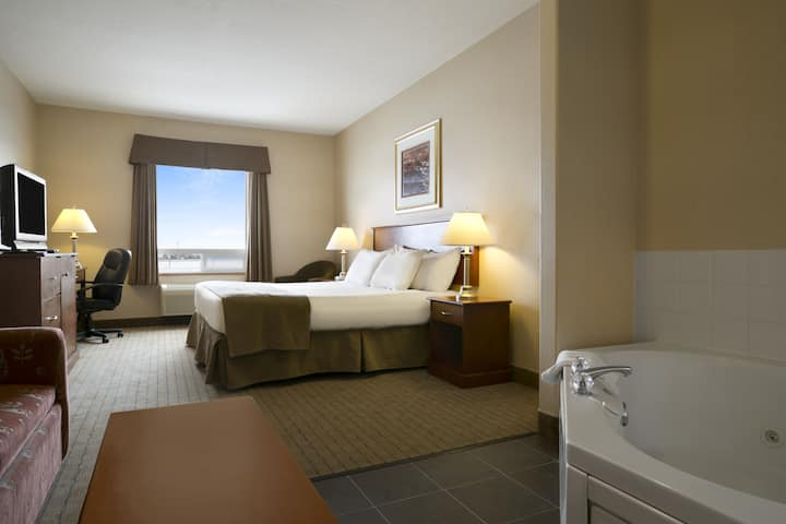 Guest room at the Days Inn - Moose Jaw in Moose Jaw, Saskatchewan
