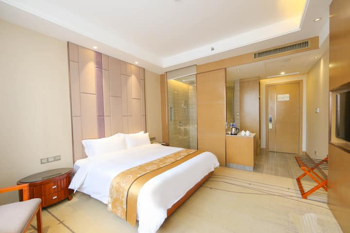 Guest room at the Days Inn Panyu in Guangzhou, Other than US/Canada