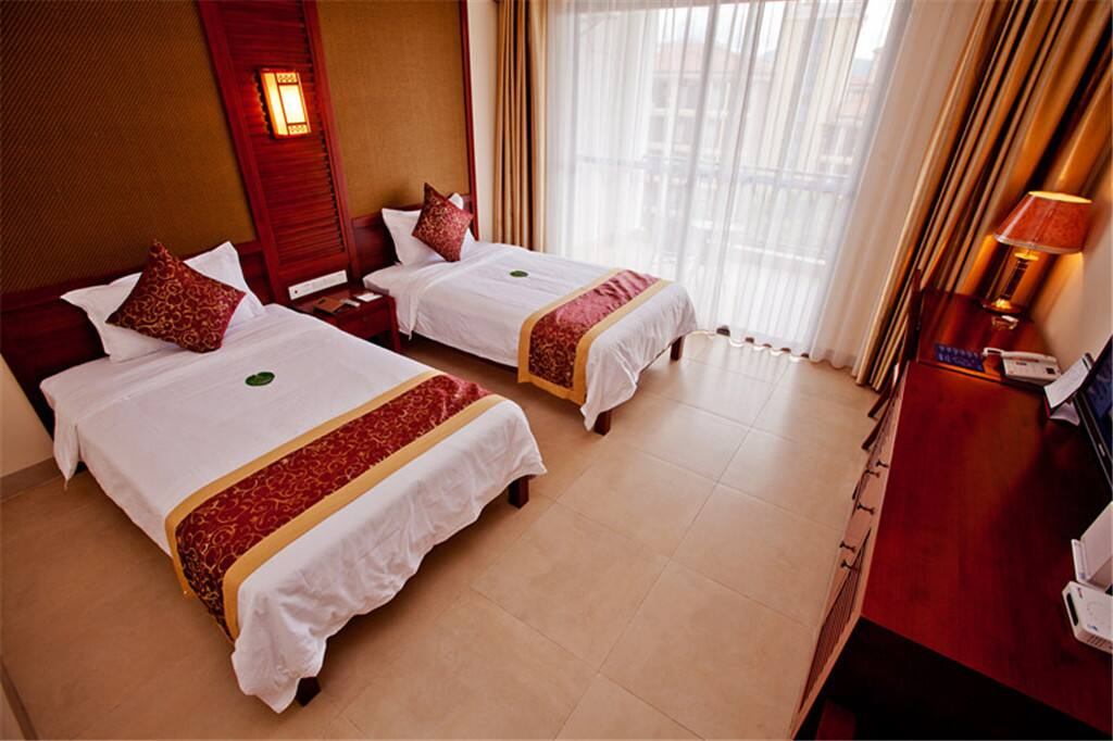Guest room at the Days Hotel Hainan Xinglong Jinlvju in Wanning City, Other than US/Canada
