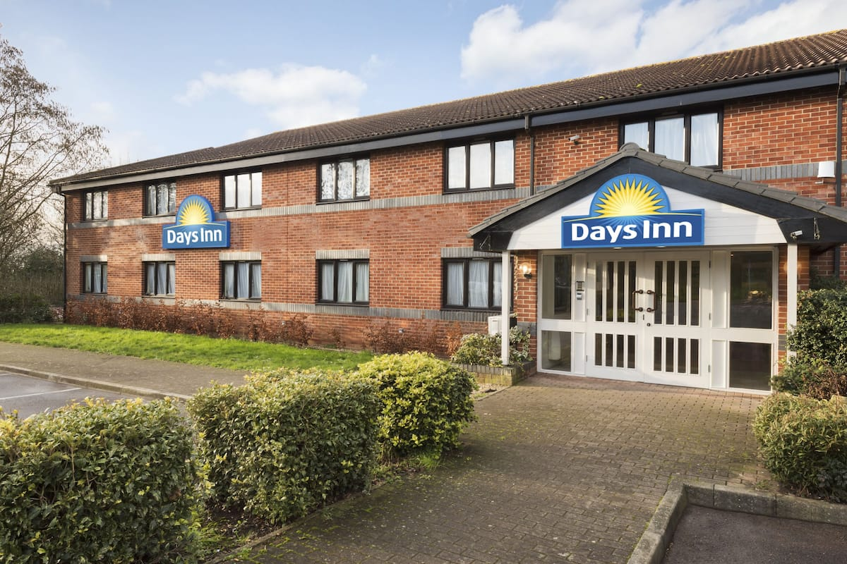 Exterior Of Days Inn Michaelwood M5 Hotel In Gloucestershire Other Than Us Canada