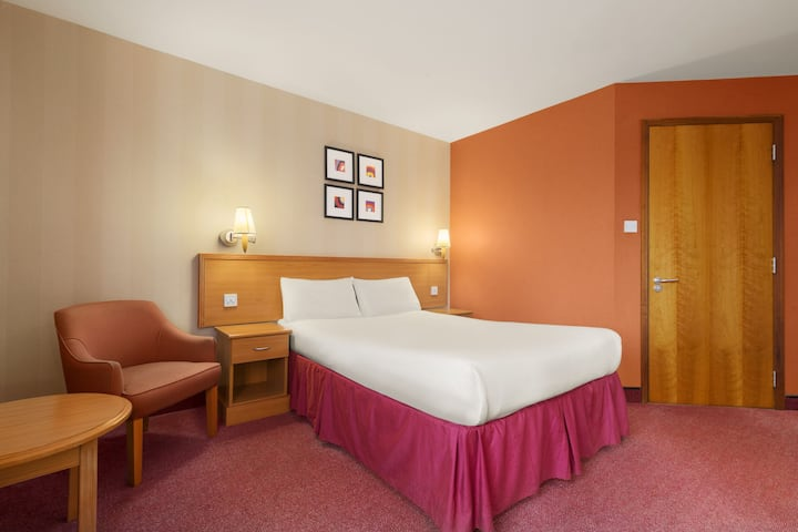 Guest room at the Days Inn Stevenage North in Radwell, Other than US/Canada