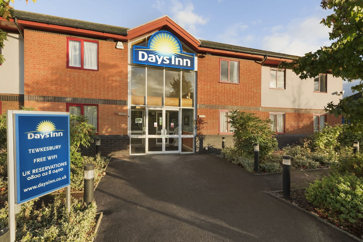 Exterior Of Days Inn Tewkesbury Strensham Hotel In Other Than Us Canada