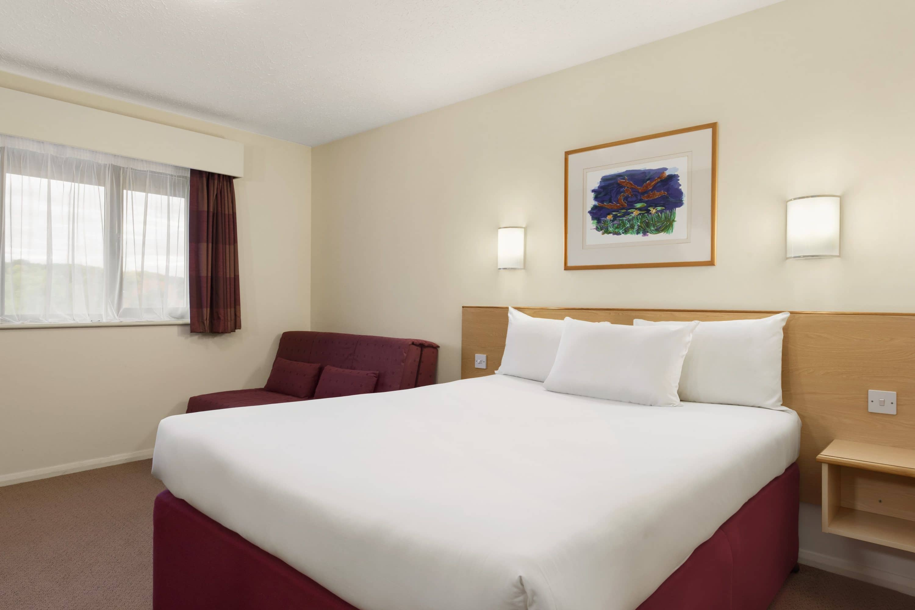 Guest room at the Days Inn Warwick South M40 in Warwickshire, Other than US/Canada