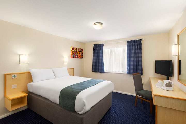 Guest room at the Days Inn Sutton Scotney South in Winchester, Other than US/Canada