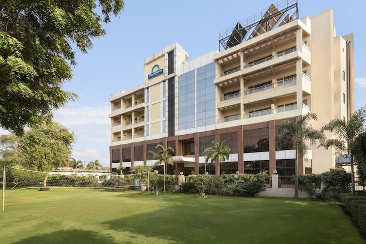 Days Hotel by Wyndham Neemrana Jaipur Highway | Shahjahanpur, IN Hotels