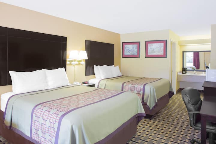Guest room at the Days Inn Andalusia in Andalusia, Alabama