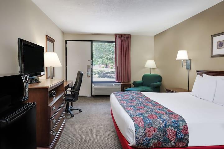 Guest room at the Days Inn Galleria-Birmingham in Birmingham, Alabama