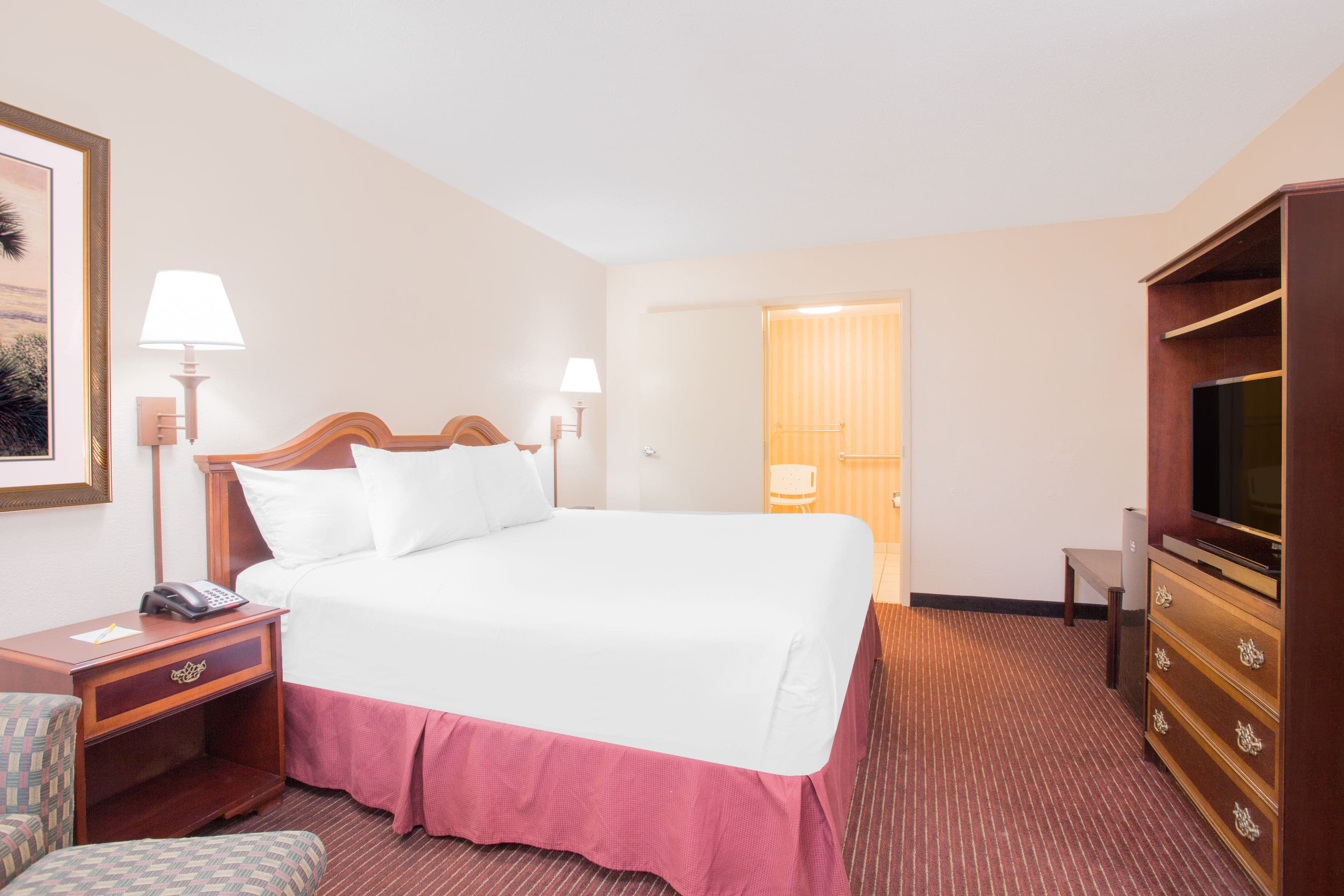 Guest Room At The Days Inn Dothan In Dothan, Alabama