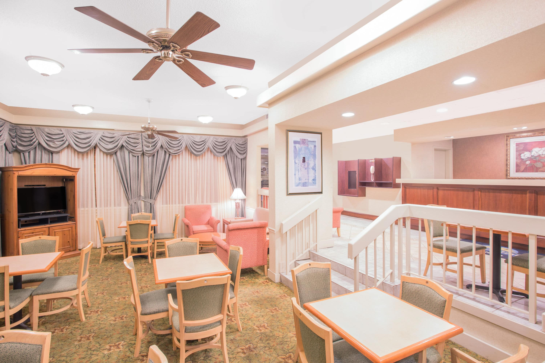 Elegant Days Inn Dothan Hotel Lobby In Dothan, Alabama