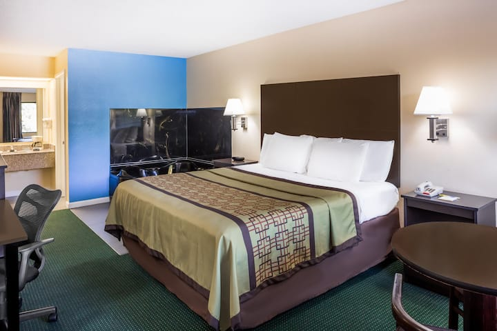 Guest room at the Days Inn Enterprise in Enterprise, Alabama