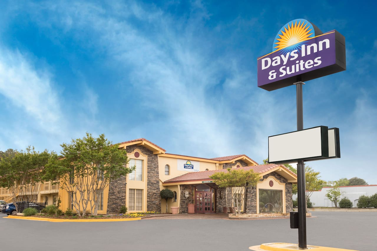Days Inn & Suites Huntsville in Decatur, Alabama