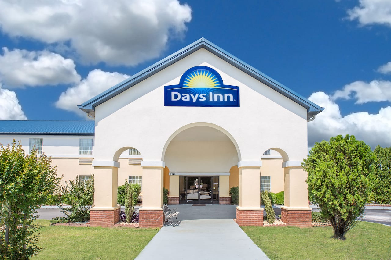 Days Inn Lincoln in Anniston, Alabama