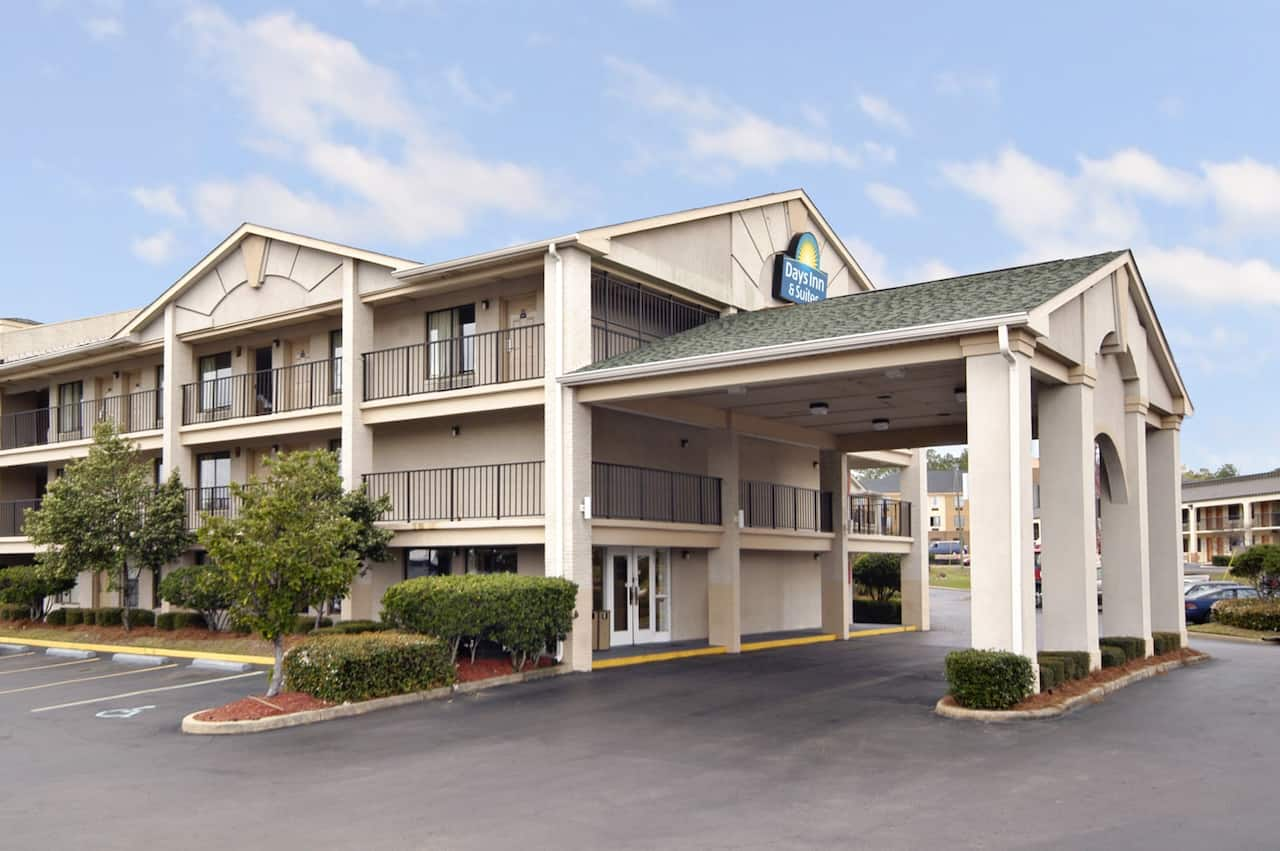 Days Inn & Suites Mobile in Mobile, Alabama