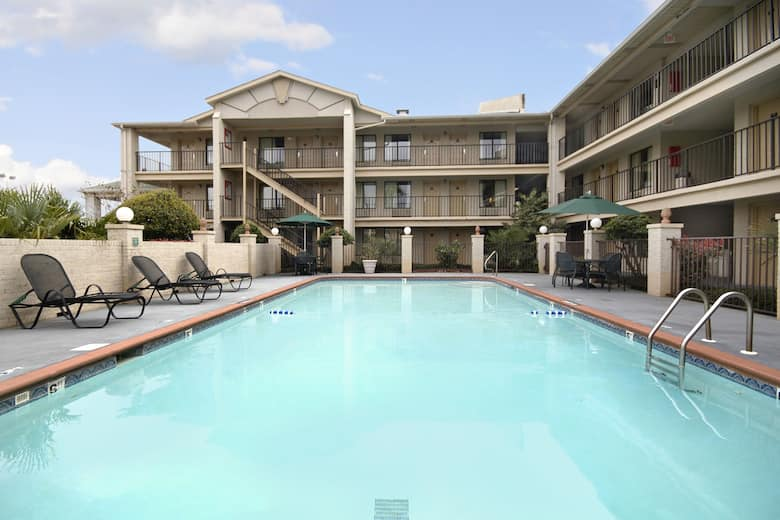 Pool At The Days Inn Suites Mobile In Alabama
