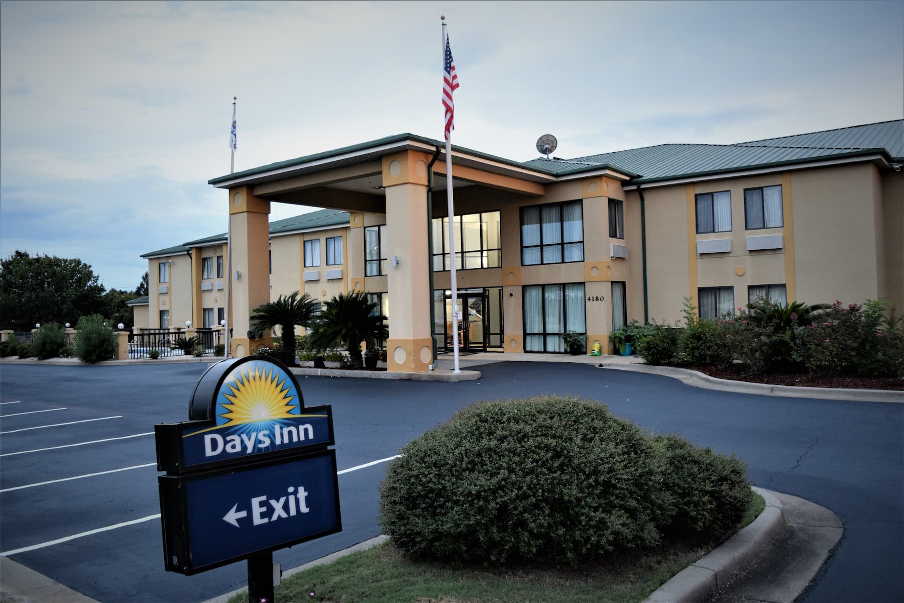 Days Inn By Wyndham Montgomery Montgomery Al Hotels