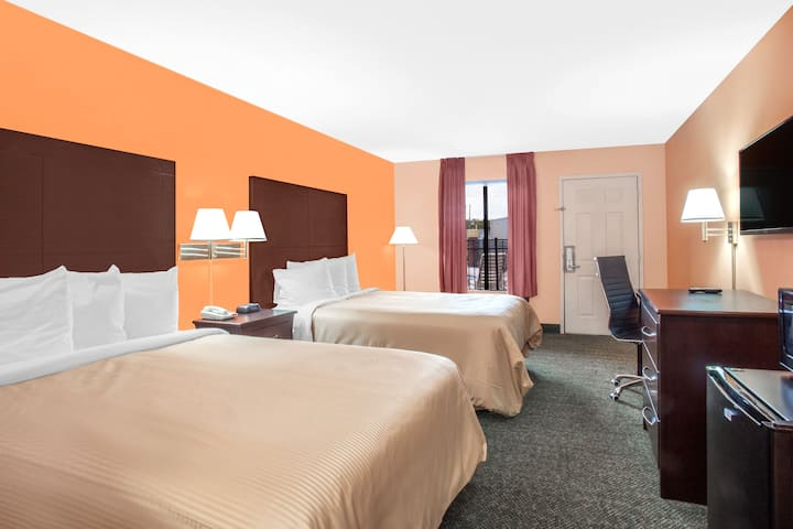 Guest room at the Days Inn Moulton in Moulton, Alabama