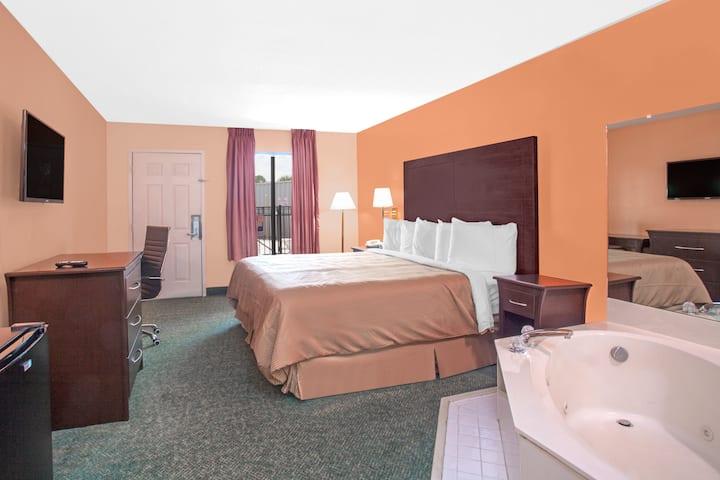 Days Inn Moulton suite in Moulton, Alabama