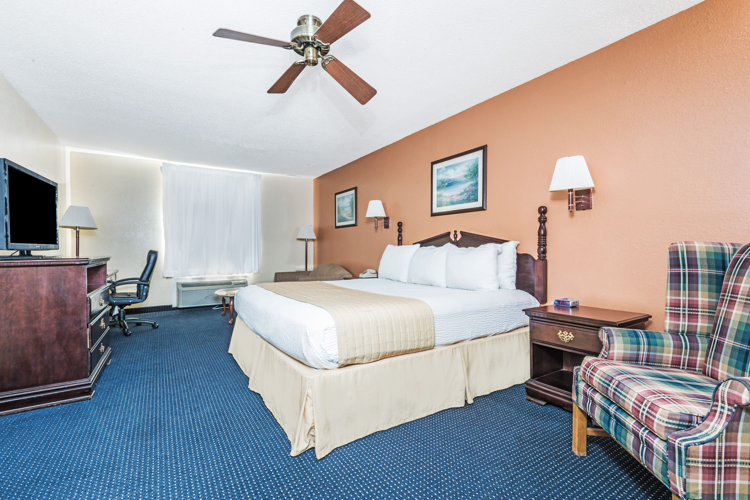 Guest room at the Days Inn Troy in Troy, Alabama