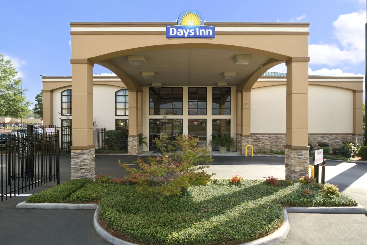 Days Inn & Suites Tuscaloosa - University of Alabama in  Tuscaloosa,  Alabama