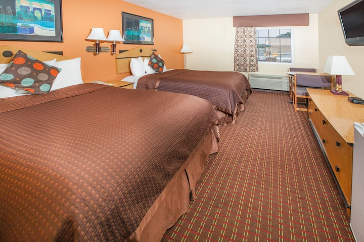 Guest room at the Days Inn Alma in Alma, Arkansas