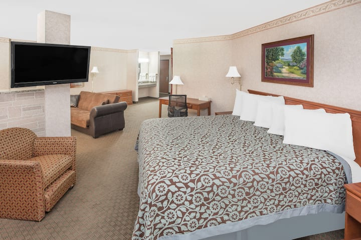 Days Inn & Suites Brinkley suite in Brinkley, Arkansas