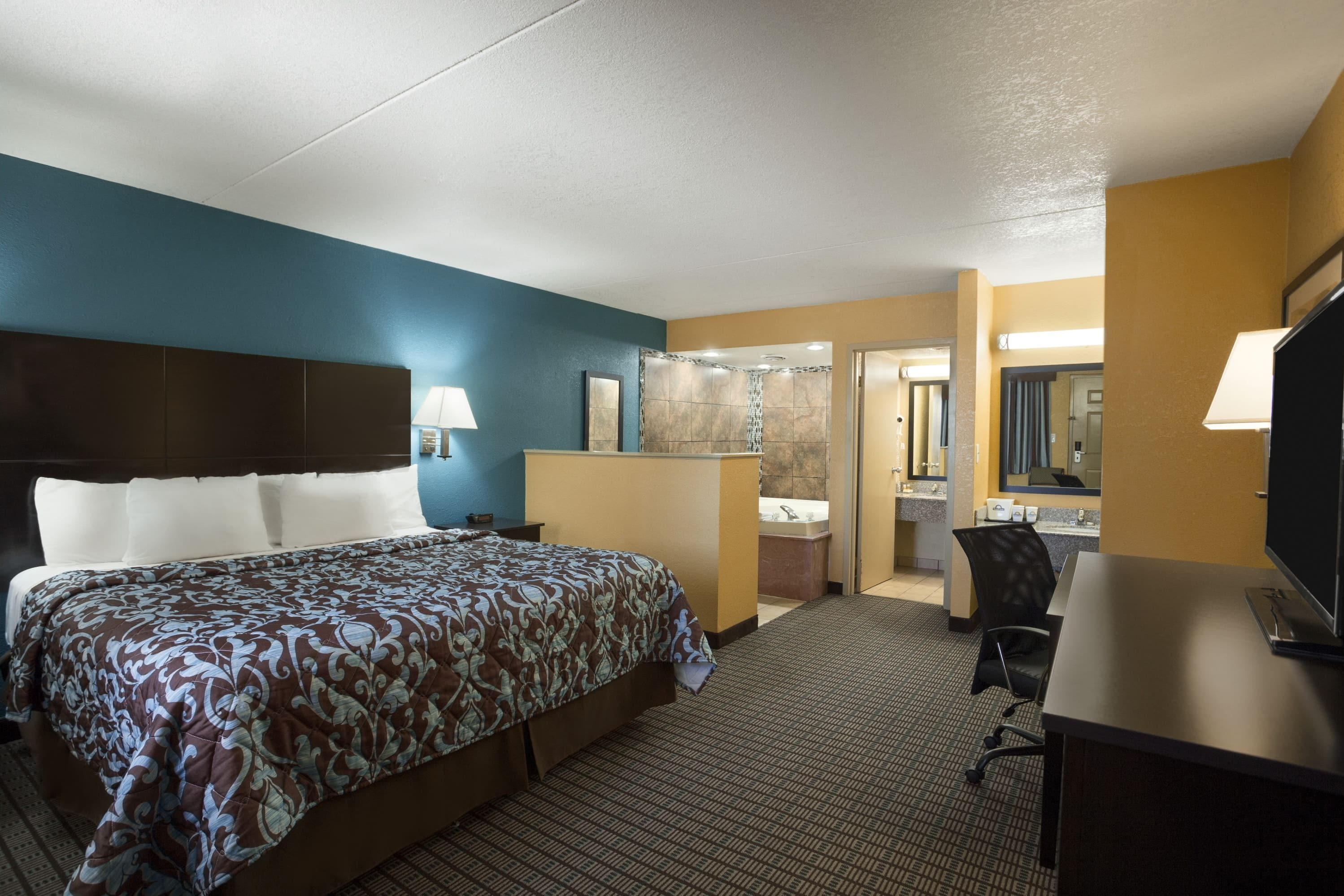 Days Inn Conway suite in Conway, Arkansas