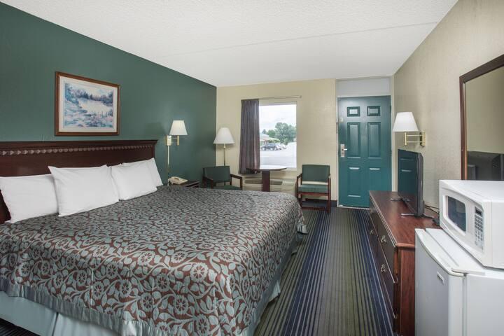 Guest room at the Days Inn Harrison in Harrison, Arkansas