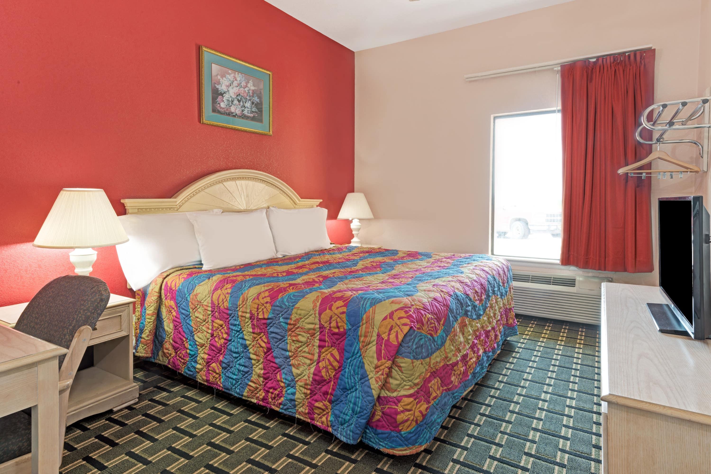 Guest room at the Days Inn & Suites Osceola AR in Osceola, Arkansas