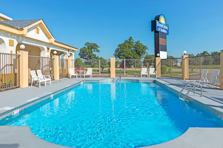 Pool At The Days Inn Suites By Wyndham Osceola Ar In Arkansas