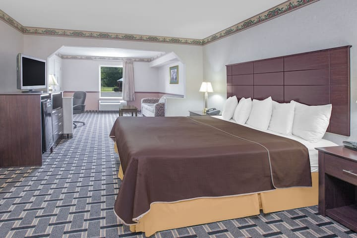 Guest room at the Days Inn & Suites Pine Bluff in Pine Bluff, Arkansas