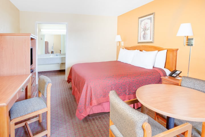 Guest room at the Days Inn Searcy in Searcy, Arkansas